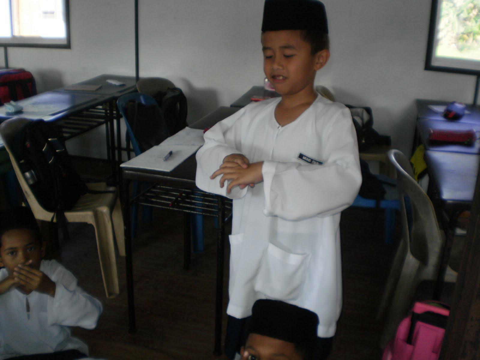 Aksi cikgu dengan murid - 2 9