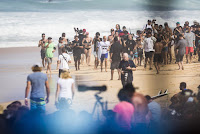 10 Kelly Slater Billabong Pipe Masters foto WSL Damien Poullenot