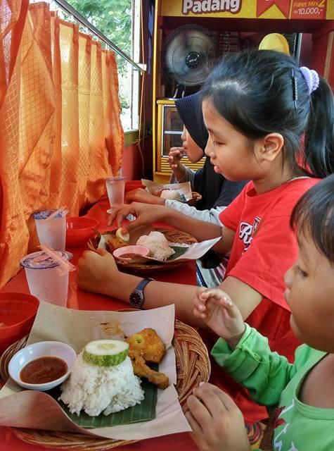 Makan NASI PADANG Mini di Palembang