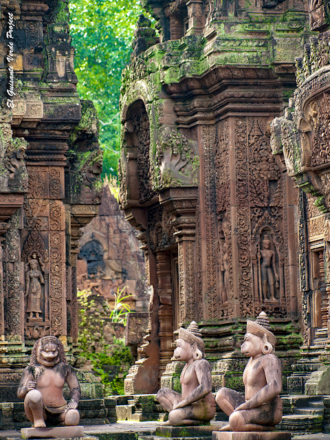 Banteay Srei, guardianes mono y genio - Angkor, Camboya por El Guisante Verde Project