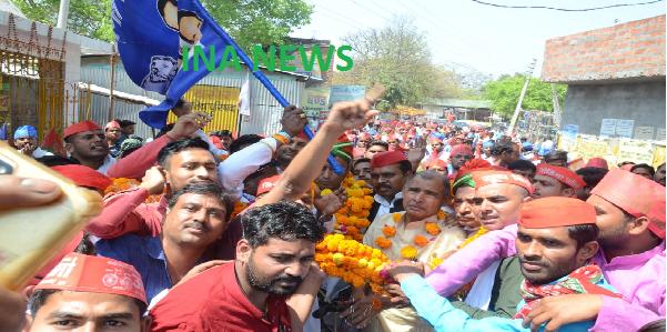 21-Kilo-ki-mala-pahnakar-mulayam-singh-yuth-brigade-ke-pradesh-adhyaksh-ka-kiya-joardaar-swagat