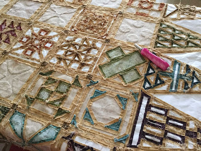 Dear Jane quilt - English Paper Piecing, removing the papers.