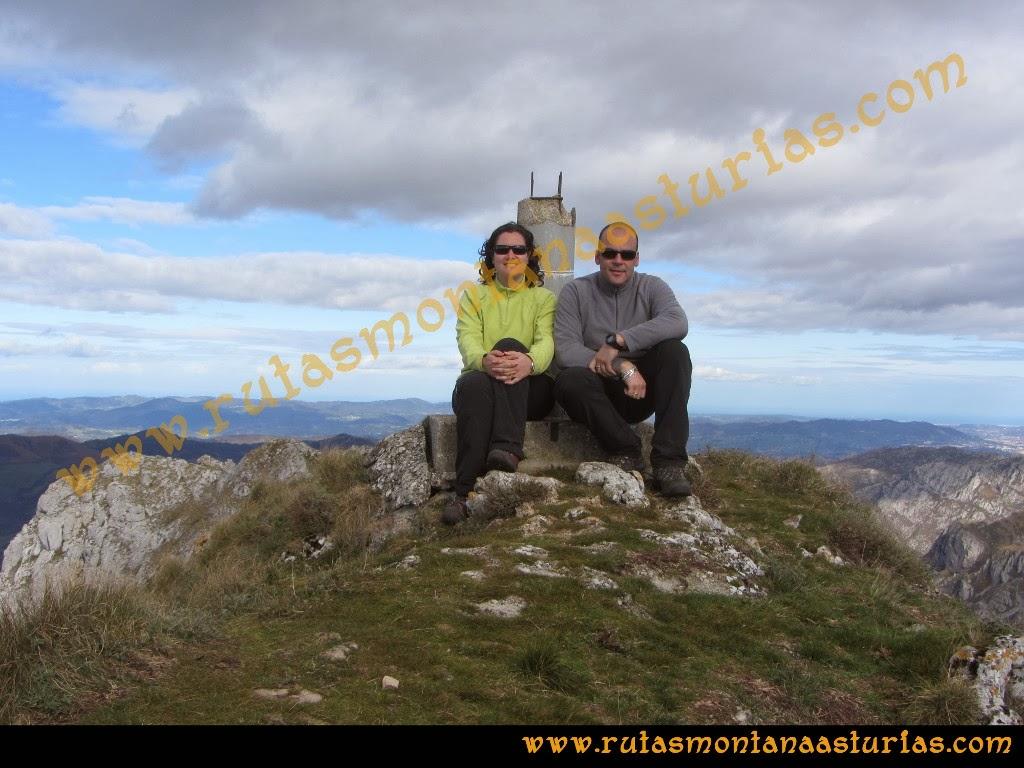 Rutas Montaña Asturias: Foto cima en la Hoya