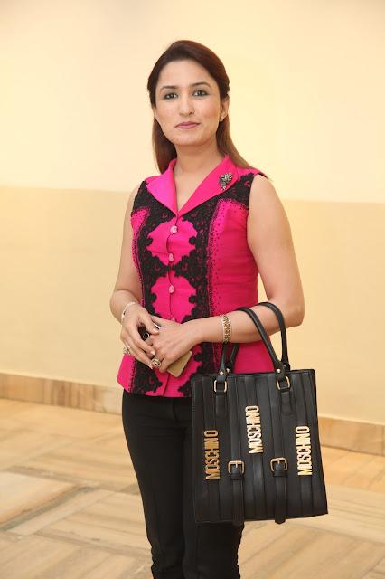 Aashmeen Munjaal, Make up Artist