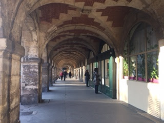 Places des Vosges : under the arcades