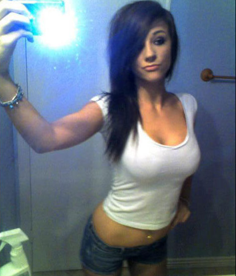 tee-girls-selfie-image-40