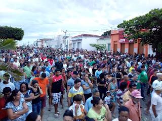 Multidão se despede de jovem morto em acidente na PB 177 sob forte comoção