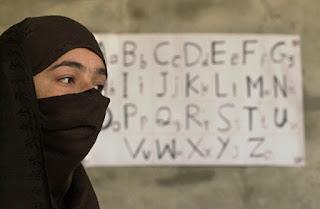 Беженцы не умеют читать
