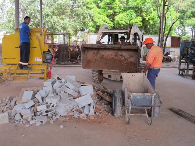 Fábrica de reaproveitamento de entulho da Novacap recicla material descartado em obras do DF