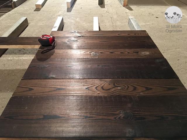 drewniany taras budowa