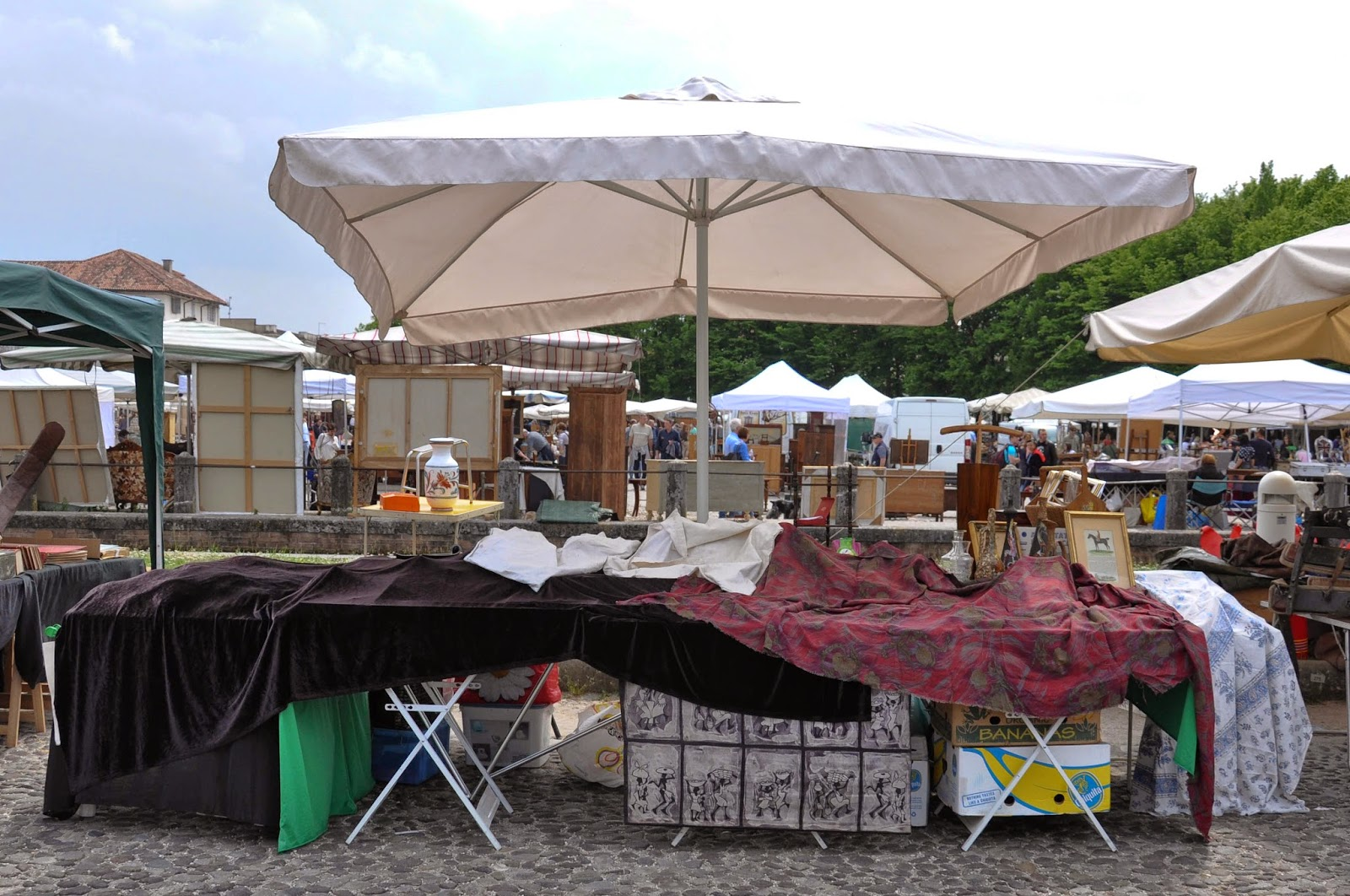 Stall closed for lunch break, Antiques market, Piazzola sul Brenta, Veneto, Italy
