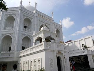 Masjid Ramlie Musofa Taj Mahal Indonesia