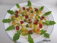 Mosaico Gaudiniano de queso, membrillo, manzana, pera, avellanas y lágrimas de Pinot Noir