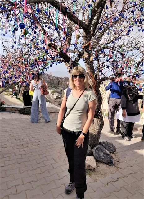 albero con amuleti punto panoramico valle dei piccioni