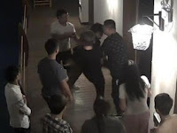 'Berisik' Saat Bercinta, Pria China Diseret dari Kamar Hotel - Page 2