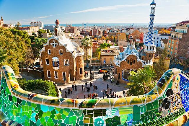 Parc Güell: Gaudí's Surrealist Park
