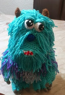 http://novedadesjenpoali.blogspot.com.es/2013/12/patron-sulley-amigurumi-monster-inc.html
