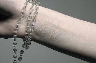 foto 4 de la tinta blanca en los tattoos