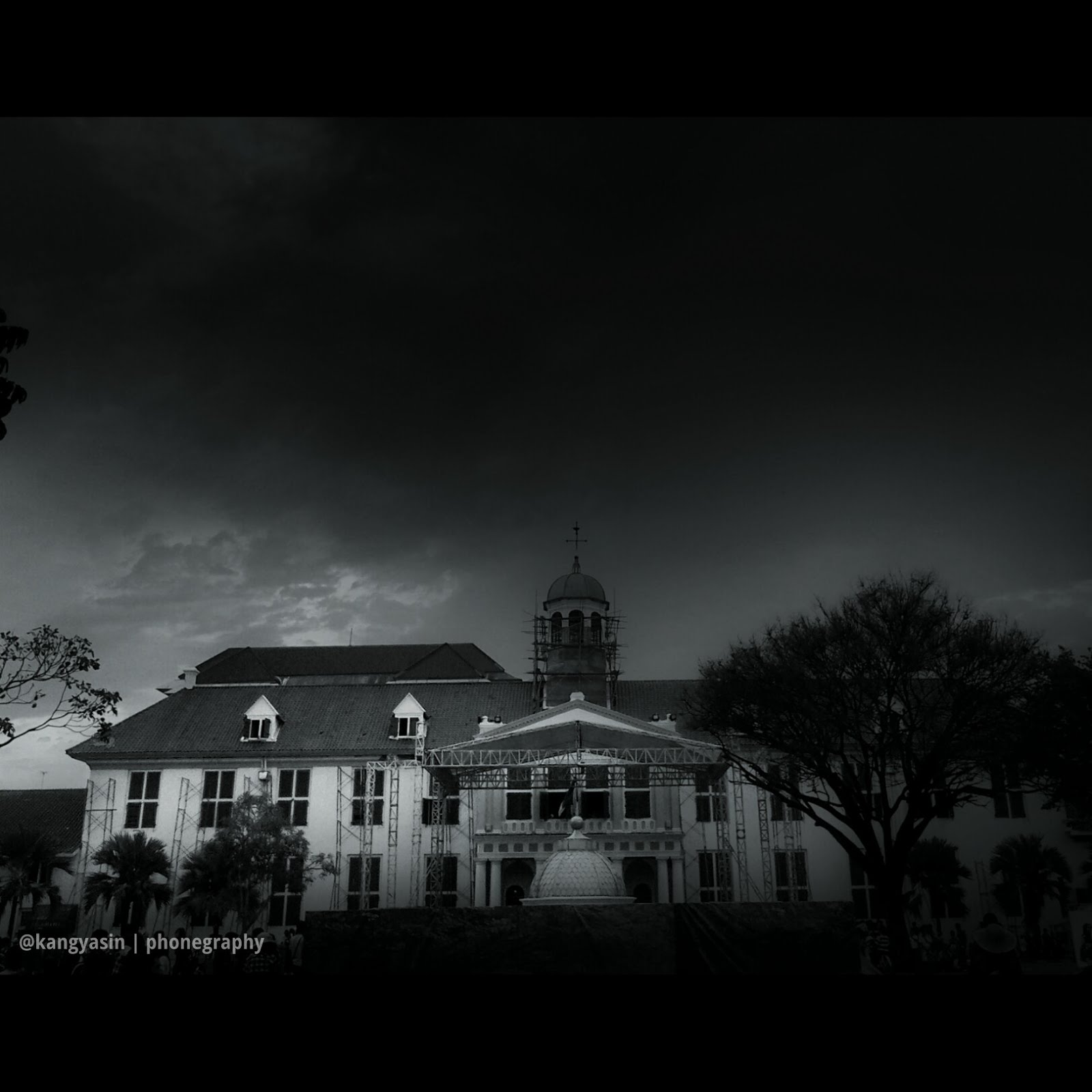 Phonegraphy dark black and white by kang yasin photography