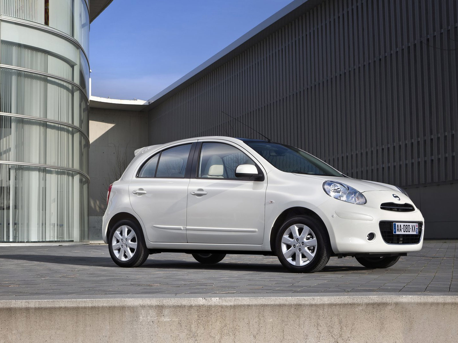 2012 Nissan Micra DIG-S Japanese car photos. accident lawyers