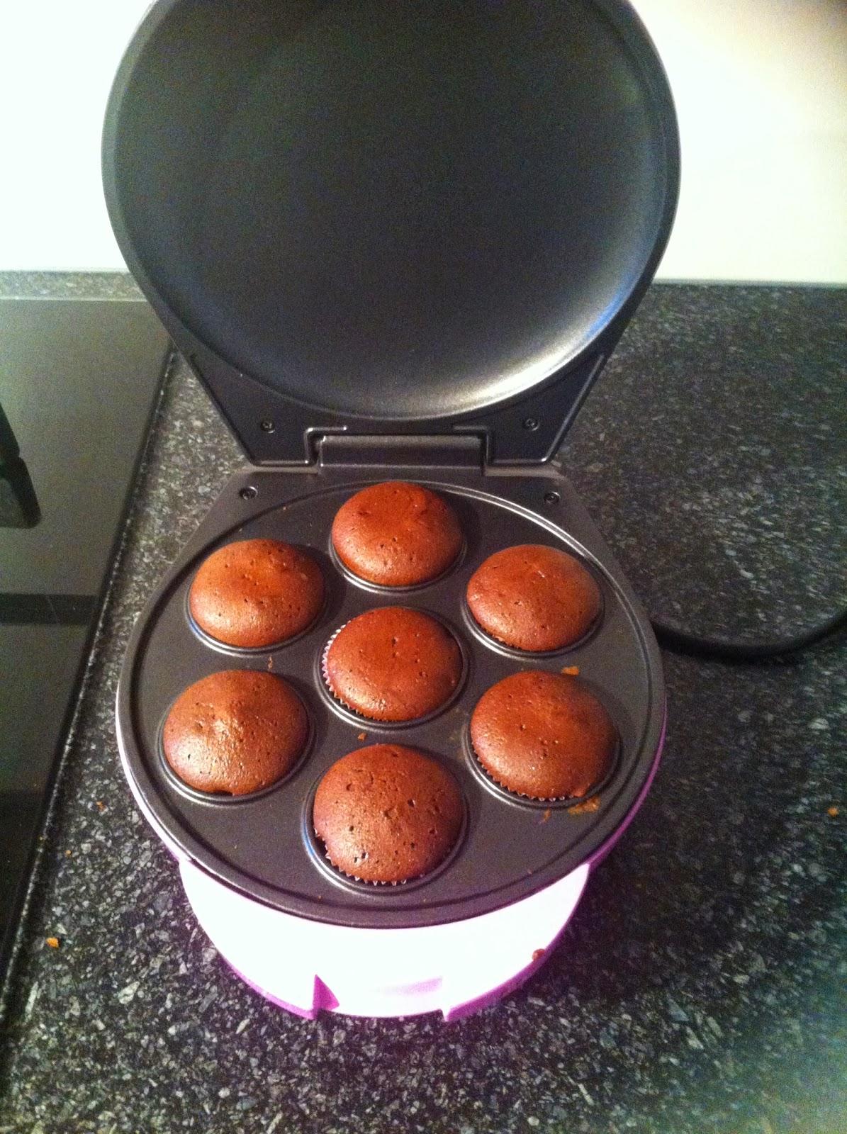 Cupcake machine met chocoladecupcakes