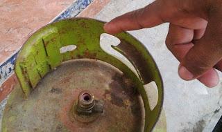 Tabung elpiji 3kg dengan besi pemberat di Banyuwangi.