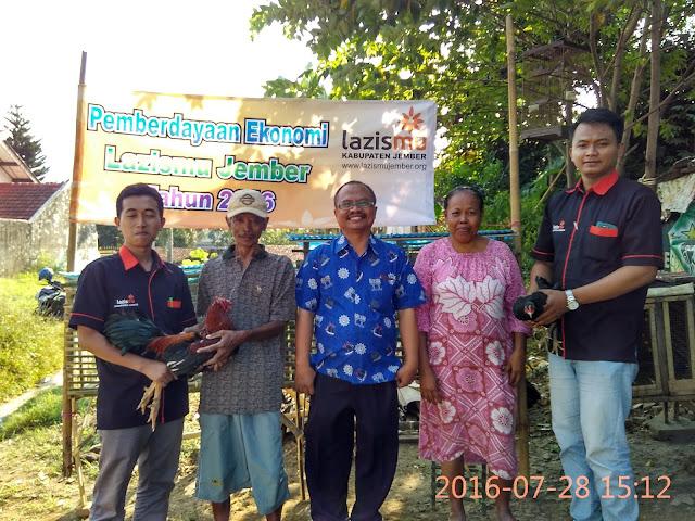 Penyerahan Ternak Ayam Kampung untuk Pemberdayaan Dhuafa