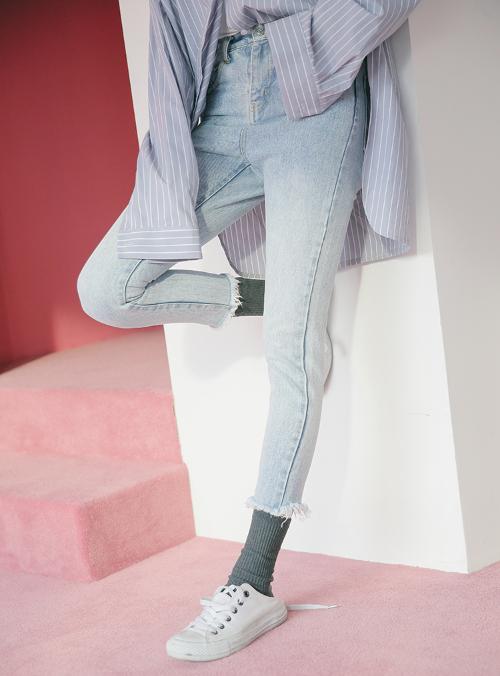 Fringed Hem Faded Jeans