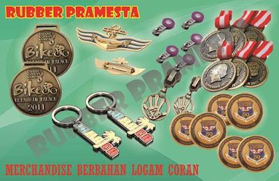 C). Merchandise Berbahan Logam
