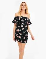 https://www.bershka.com/pl/kobieta/odzie%C5%BC/sukienki/sukienka-w-kwiaty-z-dekoltem-ods%C5%82aniaj%C4%85cym-ramiona-c1010193213p101135501.html?colorId=410
