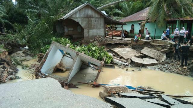 Banjir dan Longsor Melanda Sumut dan Sumbar, 22 Orang Meninggal dan 15 Orang Hilang