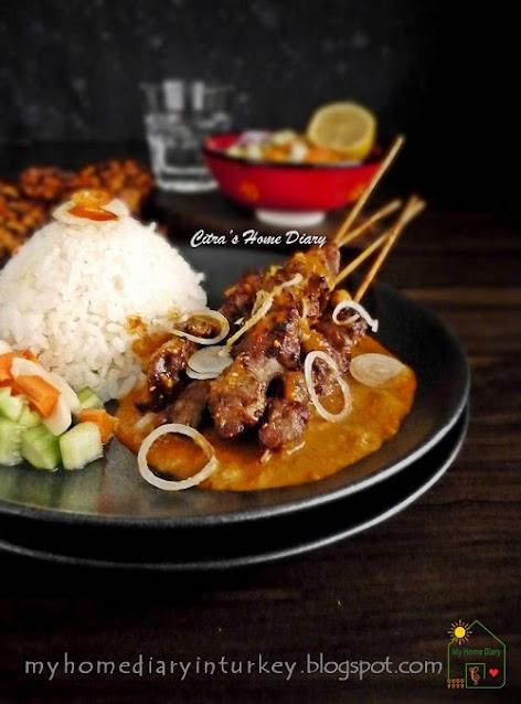 Sate Kambing Bumbu Kacang / Indonesian Lamb or mutton satay with peanut sauce. | Çitra's Home Diary. #lambkebab #lambsatay #muttonsatay #satayrecipe #indonesiansatay #peanutsauceforsatay #peanutrecipe #indonesianrecipe #resepsatekambing #satebumbukacang #indonesiansatayrecipe
