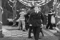 "Кадр из фильма Чарли Чаплина ""Танго-путаница"" (1914) - 10"