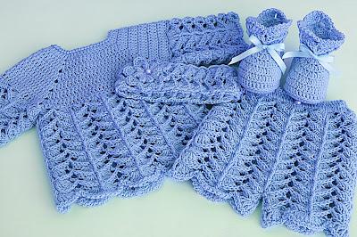 3 - Crochet IMAGEN de Peucos zapatitos o escarpines a conjunto con la chambrita rosa a crochet y ganchillo. MAJOVEL CROCHET