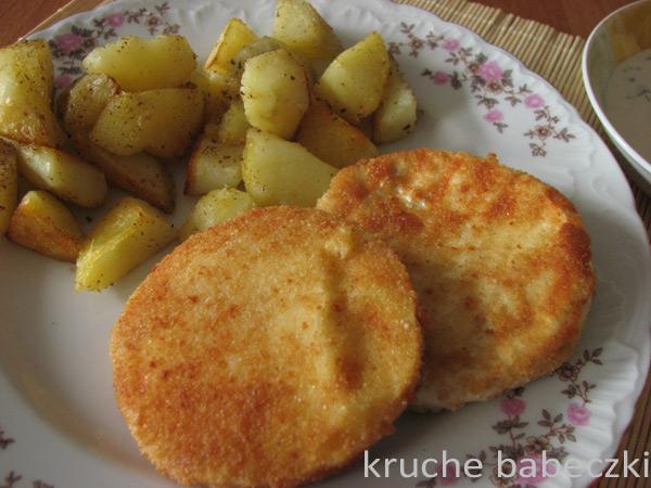 Camembert panierowany i pieczone ziemniaczki