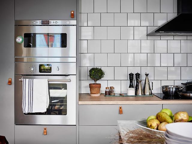 bucatarie cu cuptor integrat in mobilier