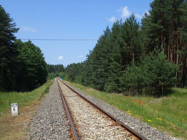 Linia kolejowa do Suśca. Wygląda na zadbaną