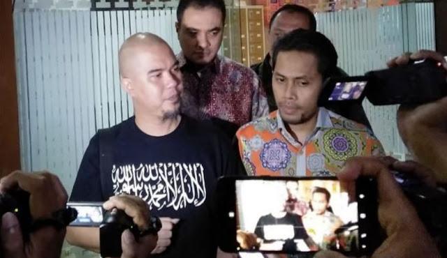 Diperiksa 7 Jam Soal Penipuan Villa di Batu, Ahmad Dhani Nyantai Nonton Sepakbola di TV