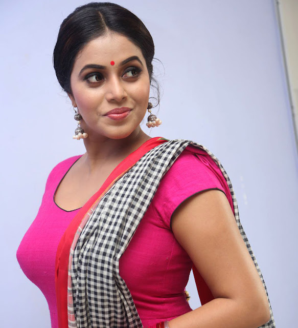Malayalam actress Shamna kasim in blouse