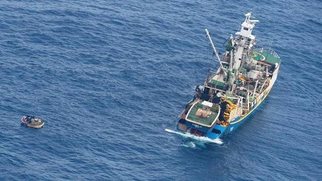 Επτά άτομα εντοπίστηκαν στη μέση του Ειρηνικού Ωκεανού 8 ημέρες μετά από ναυάγιο