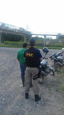 Polícia Rodoviária Federal recupera moto furtada em Miracatu