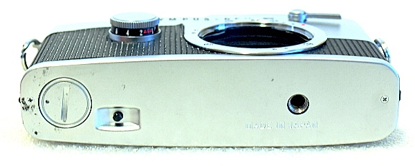 Olympus Pen FT, Bottom