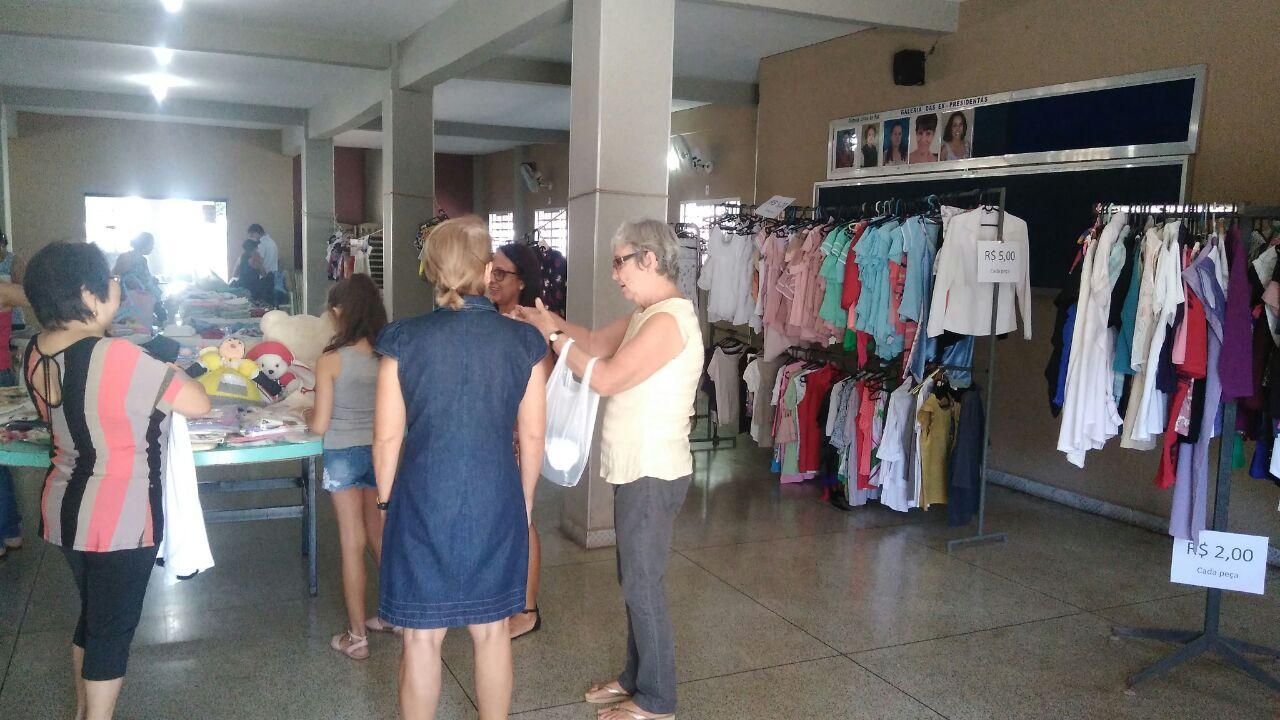 d3badf3c9a5 Bazar de roupas usadas que aconteceu neste domingo