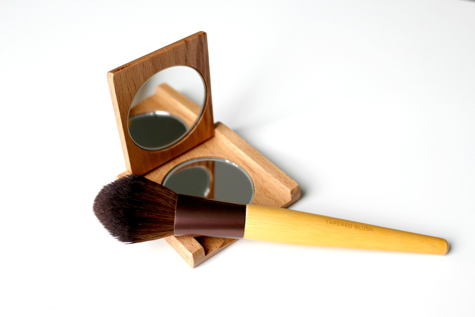 Vary Effects of Liquid Foundation With Two Tools Tapered Brush Tool