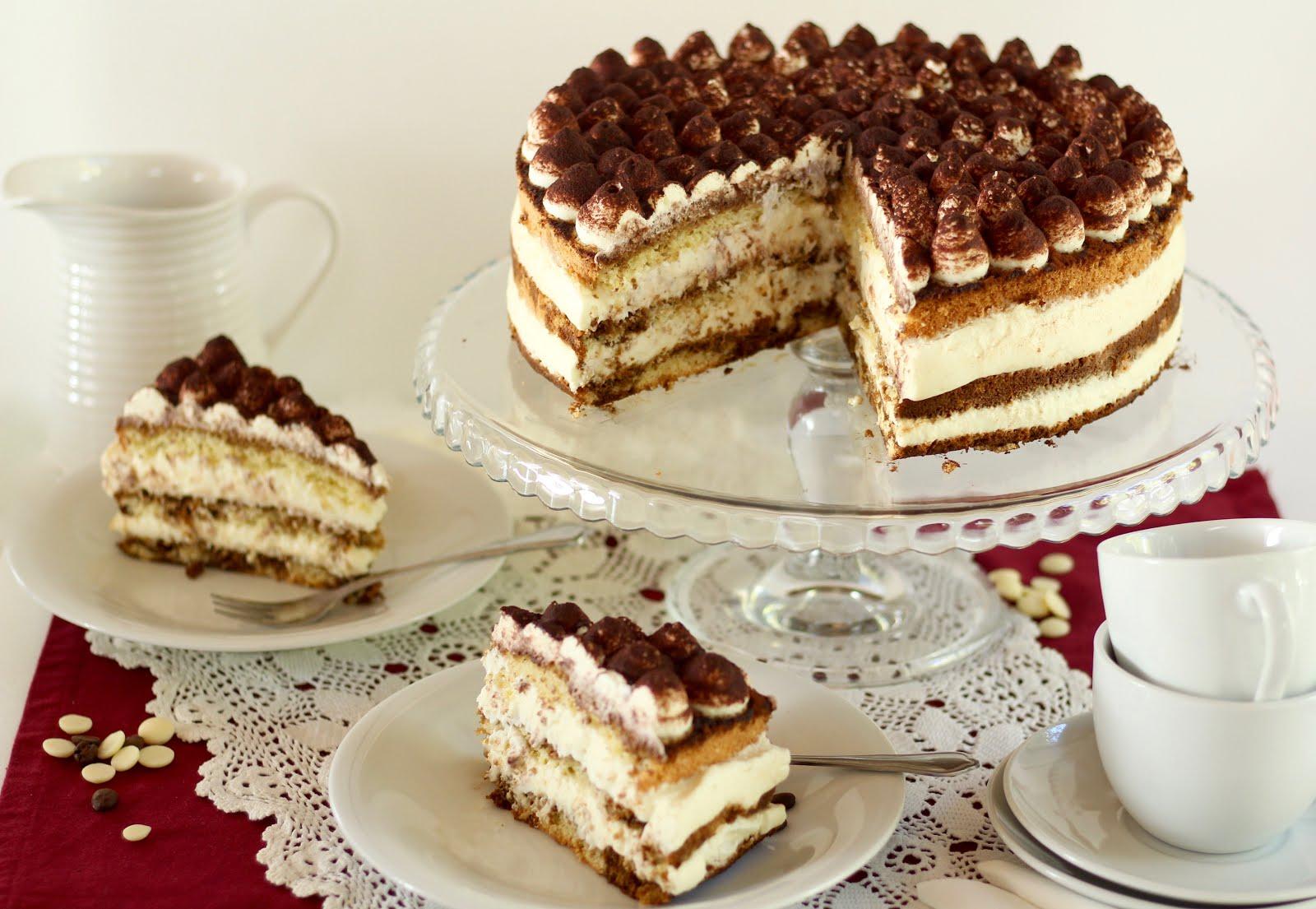 Kaffee-Torte mit weißer Schokosahne | Tiramisu-Torte mit feinem Biskuit | Rezept und Video