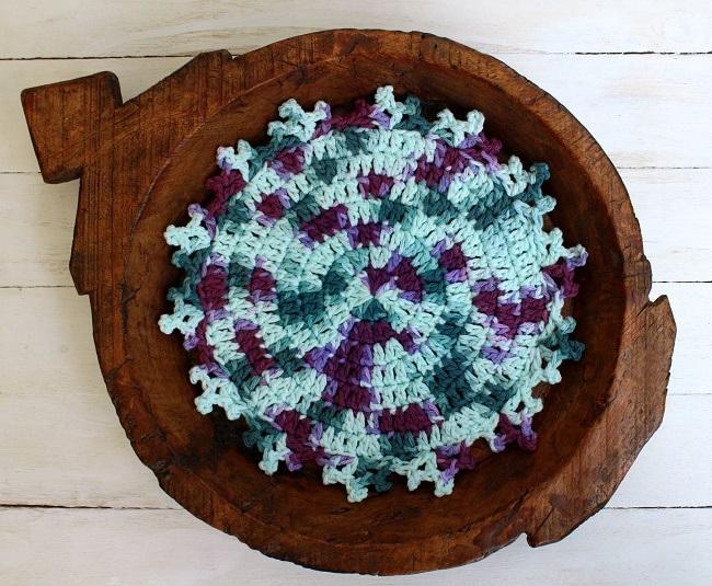 a crochet mandala from the mandalas book by Haafner