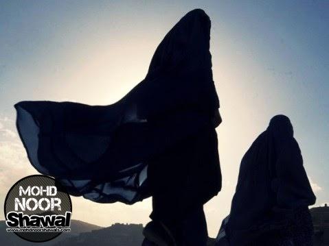 Cara Berpakaian Wanita Islam Di Luar Rumah