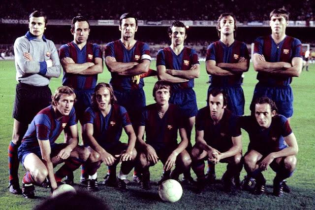 F. C. BARCELONA. Temporada 1974-75. Mora, Rifé, Torres, De la Cruz, Costas, Migueli; Rexach, Neeskens, Johann Cruyff, Juan Carlos y Clares. F. C. BARCELONA 3 (Rexach 3) FEYENOORD ROTTERDAM 0. 05/11/1974. Copa de Europa, octavos de final, partido de vuelta. Barcelona, Nou Camp. Resultado de la eliminatoria: BARCELONA 3 FEYENOORD 0.