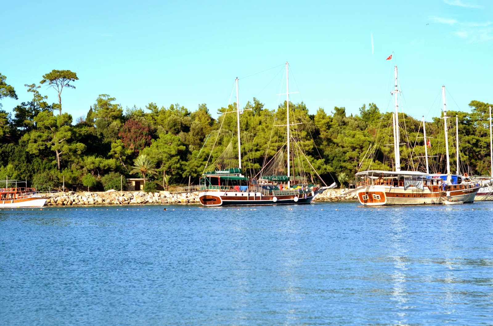 kemer-harbour-boats