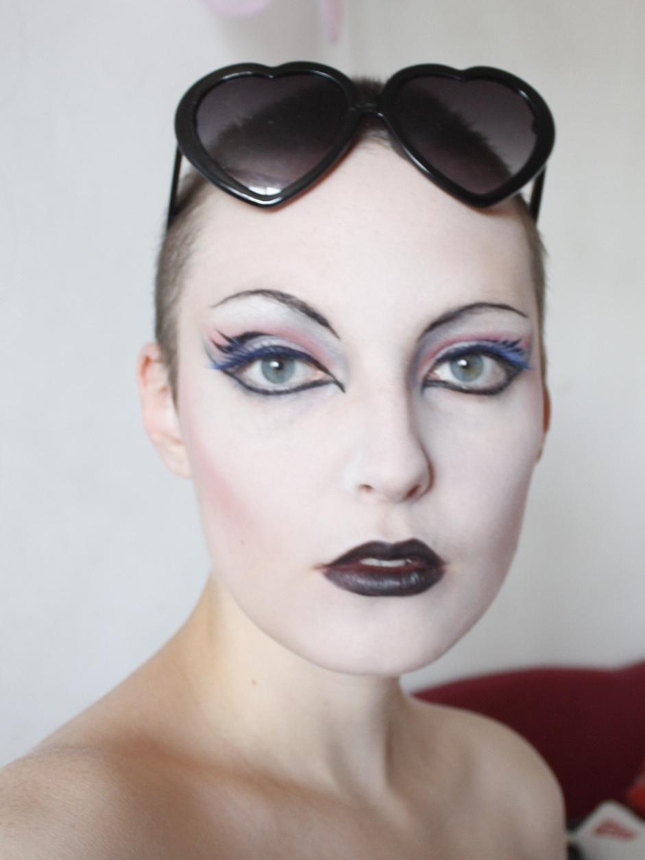 Makeup Post Youtube: KK´s Boudoir: Drag Queen Meets Lolita (makeup/outfit Post